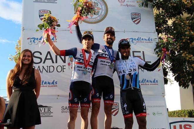 Mancebo (41) celebrando su victoria en la última etapa del Redlands...