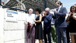 Antoni Salom, abuelo de Luis, estren� la placa en nombre de su nieto,...