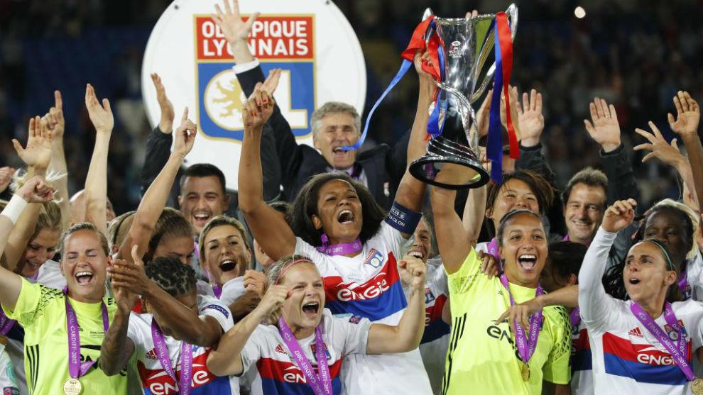 Las jugadoras del Olympique Lyonnais celebran su título en Cardiff.