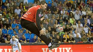 Arpad Sterbik, en un partido de la Liga de Campeones con el Vardar.