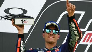 Maverick celebra su segundo puesto en el podio de Mugello.