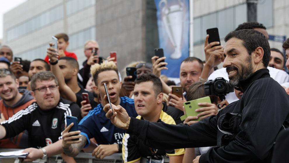 Robert Pires durante la final de la Champions en Cardiff