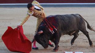 Paco Ureña, durante su faena.