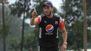 Luis Zubeldía, durante un entrenamiento con el Independiente de...