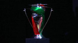 El trofeo de la Copa MX.