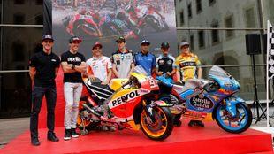 Los pilotos españoles, durante la presentación esta mañana del GP...