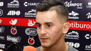 Antonio Luna, compareciendo ante la prensa.
