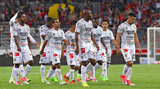 Los jugadores de Jaguares, luego del partido contra Altas.