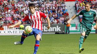 Jorge Meré (20) durante un partido con el Sporting