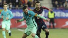 Luna presiona a Messi durante un partido de la pasada temporada en...