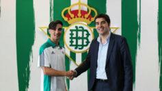 Roberto, junto al presidente, �ngel Haro