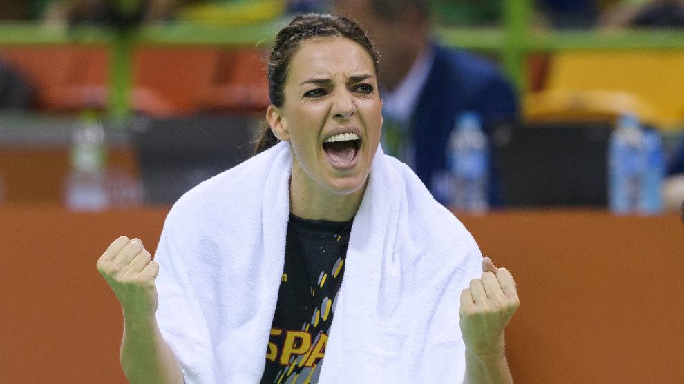 Eli Pinedo celebrando una victoria de las Guerreras en los Juegos de...