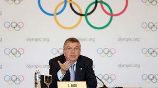 Thomas Bach, presidente del COI, durante una comparecencia en...