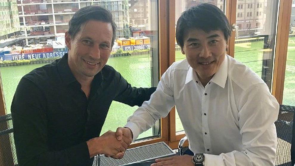 Roger Schmidt tras rubricar el acuerdo con el Beijing Guoan en tierras...