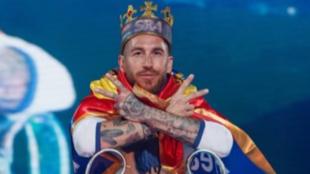 Ramos posa con la Copa en el Bernabéu