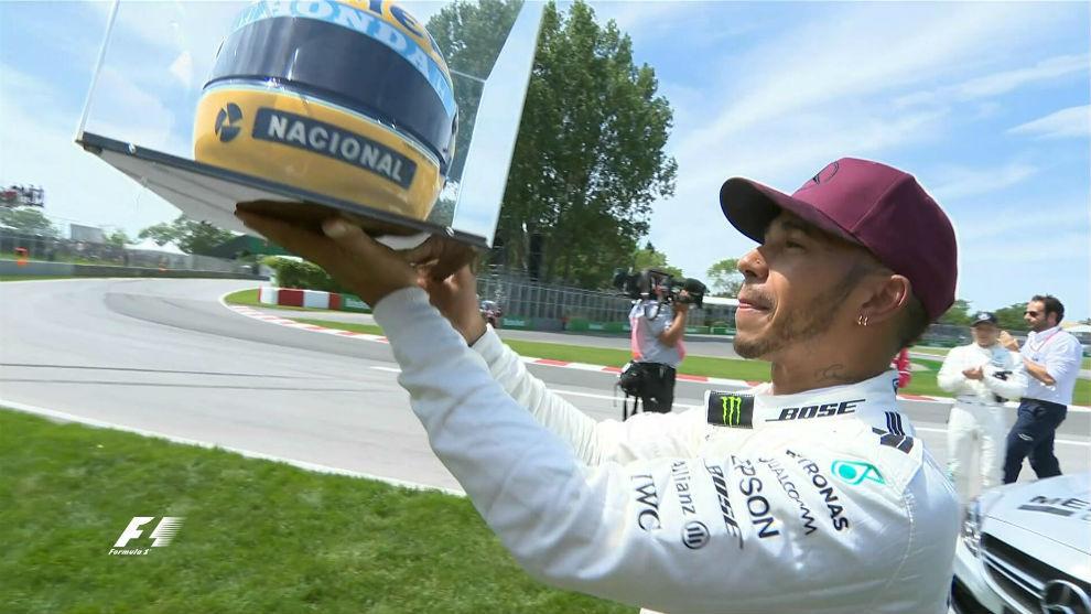 Lewis Hamilton recibe en Montreal un casco auténtico de Senna, cedido...