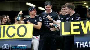 Wolff y Rosberg celebrando una victoria la pasada temporada