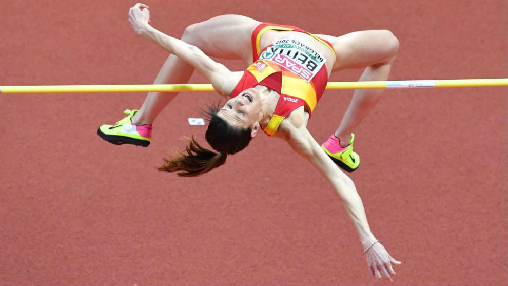 Ruth Beitia durante un salto en Belgrado.