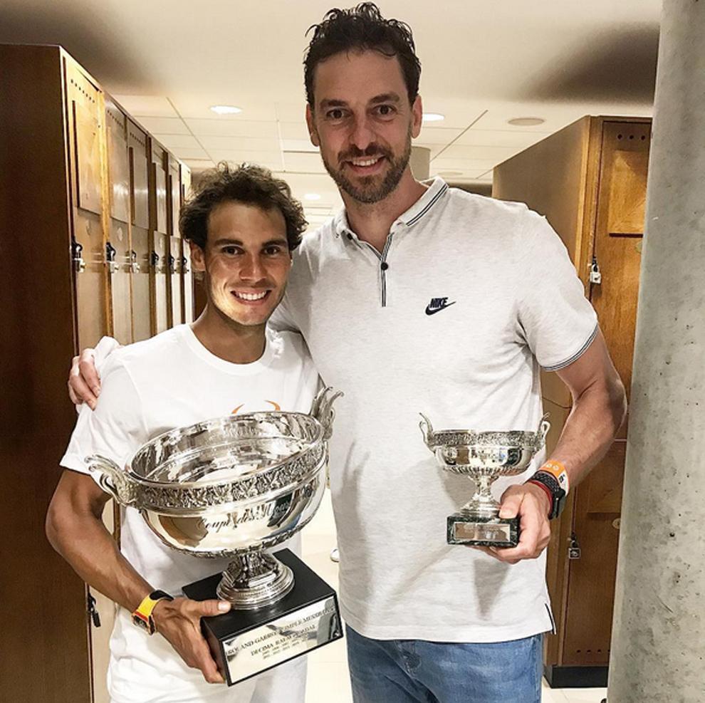 Pau Gasol junto a Rafa Nadal tras el décimo Roland Garros del tenista