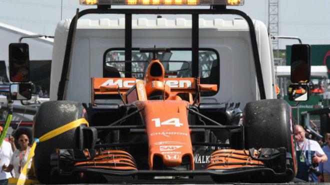 El coche de Alonso volvió a boxes en la grúa por 5ª vez en seis...