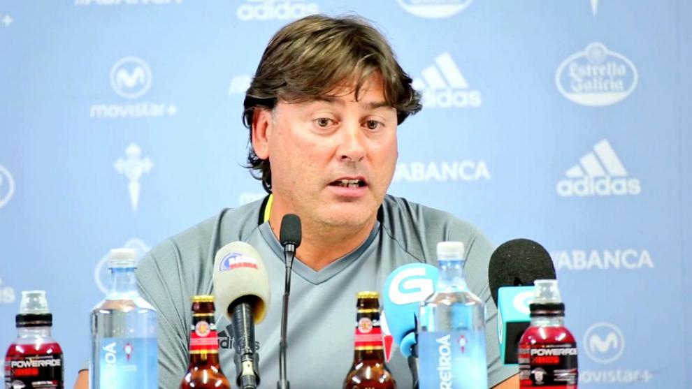 Menéndez, durante una rueda de prensa con el Celta B.