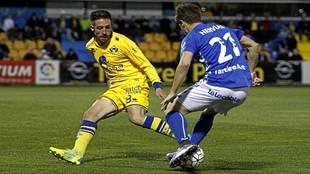 Dani Toribio en un partido con el Alcorcón
