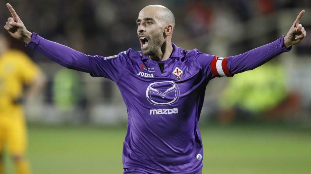 Borja Valero durante un partido con la Fiorentina.