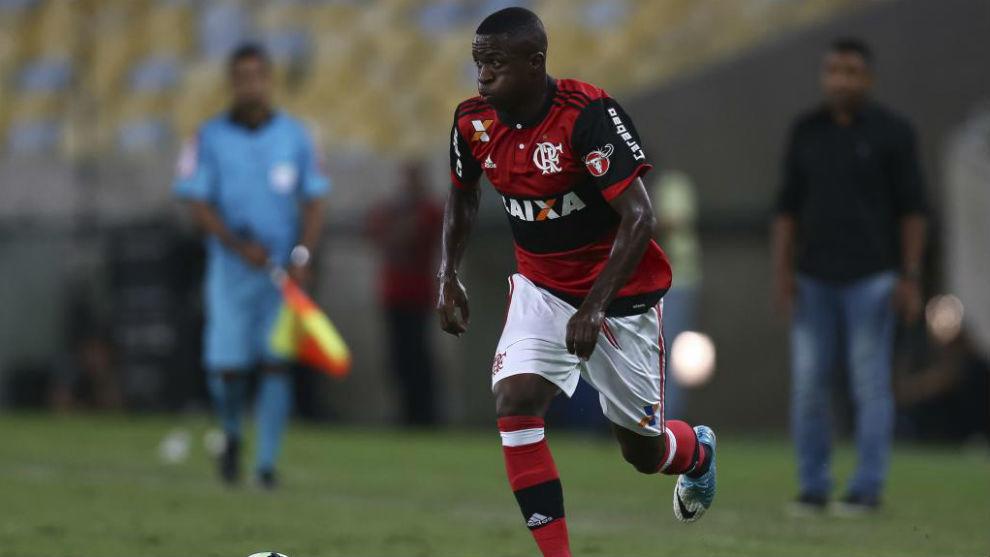 Vinicius en un partido con el Flamengo
