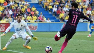 Javi Varas, durante el partido de Las Palmas contra el Barcelona