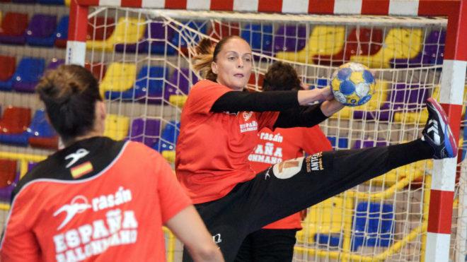 Silvia Navarro durante un entrenamiento con las 'Guerreras'
