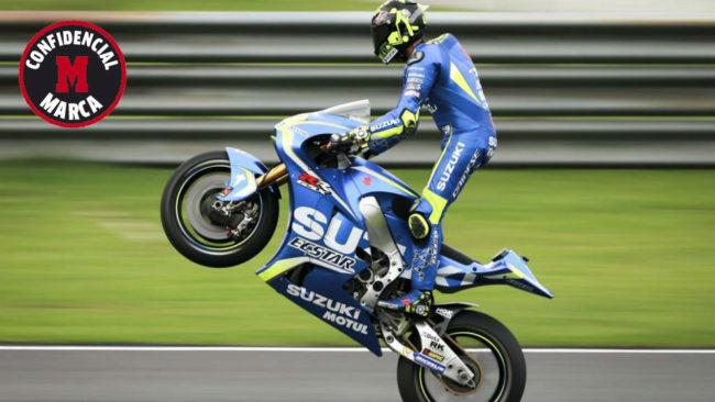 Iannone realiza un 'willie' con su Suzuki.