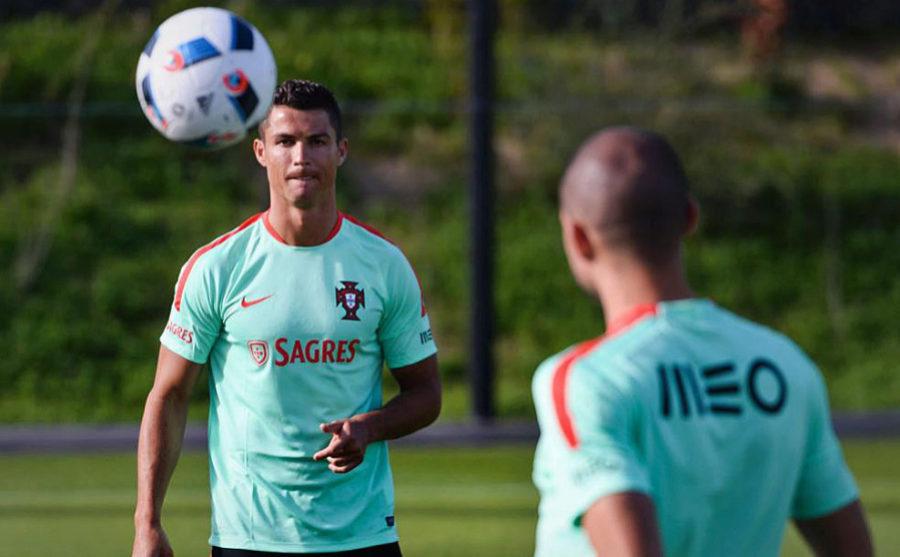 Cristiano Ronaldo, en un entrenamiento durante con la Selección...