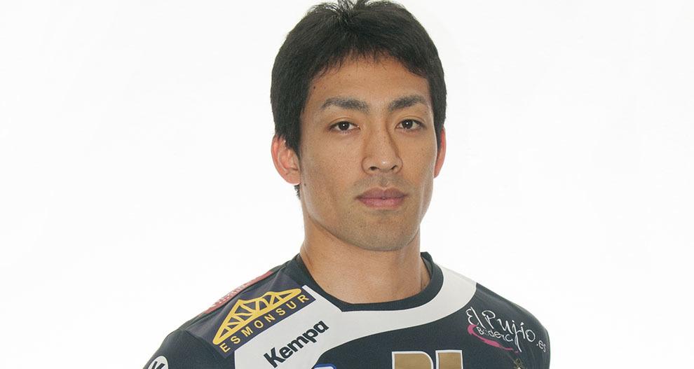 El lateral izquierdo japonés Atsushi Mekaru
