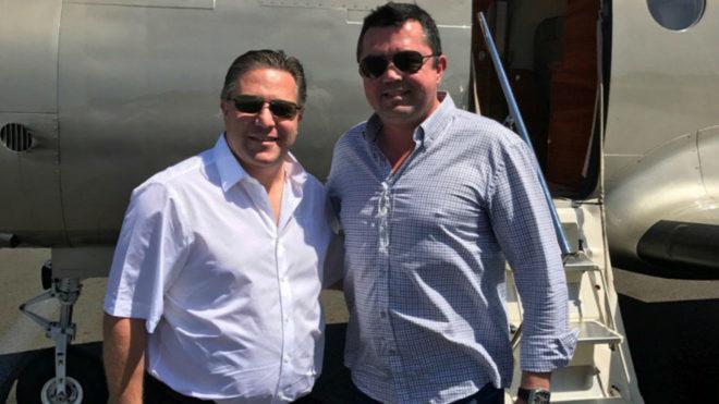 Zak Brown y Eric Boullier, tras aterrizar en Le Mans.