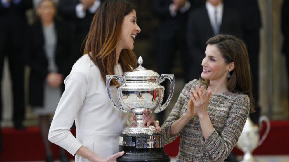Ruth Beitia recibe el premio nacional del deporte de manos de la Reina