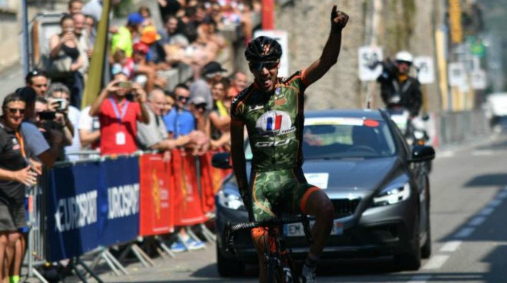 Loubet celebrando su triunfo de etapa.