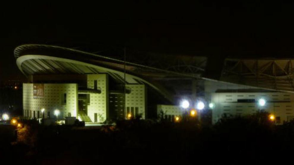 El Wanda Metropolitano, de noche.