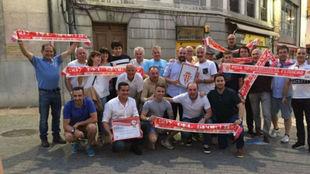 Los miembros de la Peña Sportinguista Ferrero, en el aniversario...