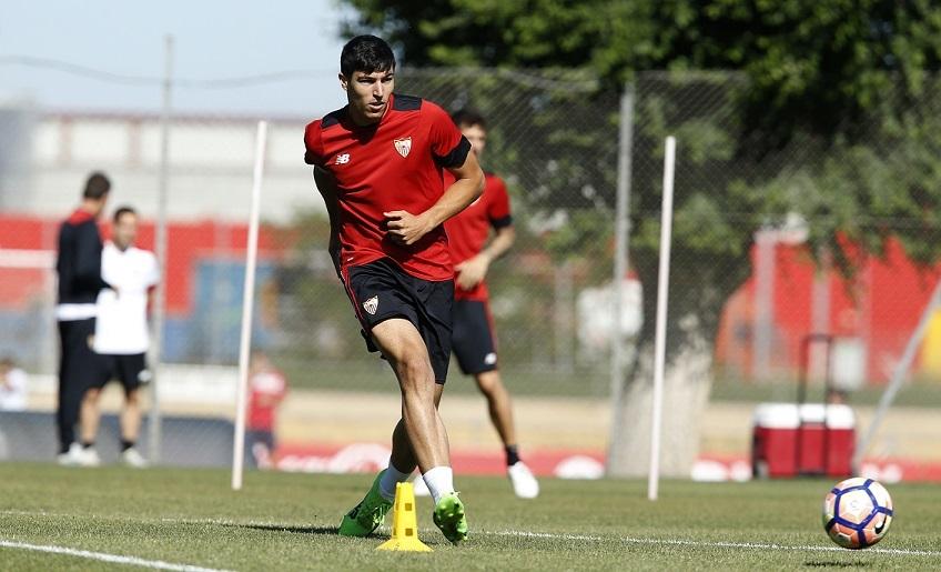 Diego González entrenando con el Sevilla