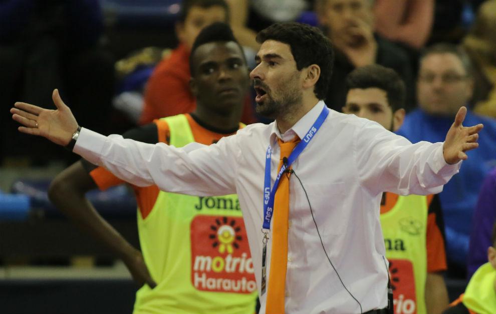 Daniel Ibañes durante su etapa como entrenador