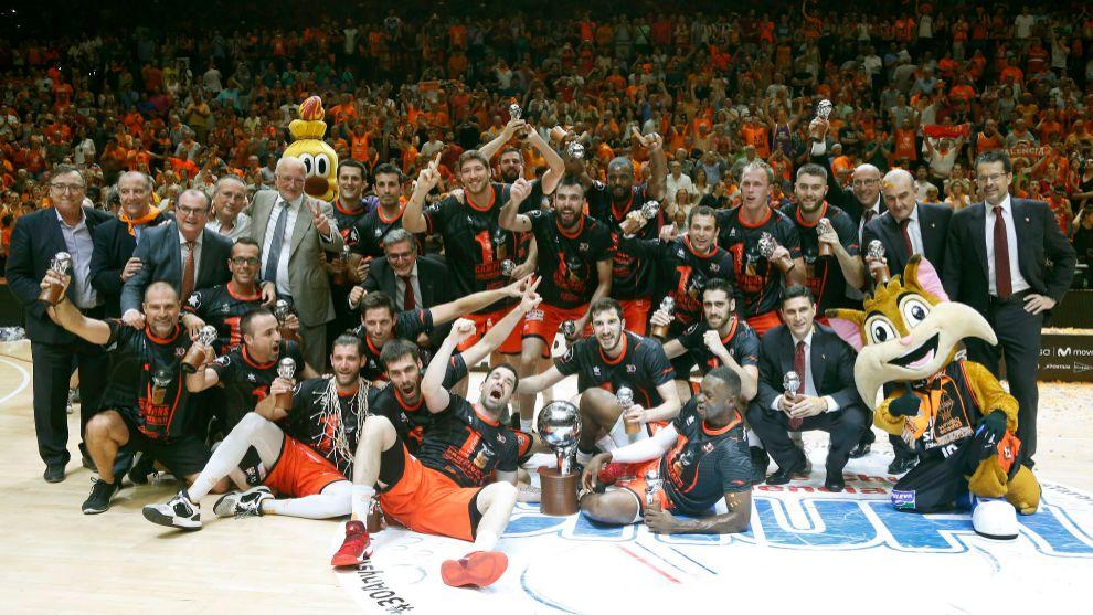 Valencia Basket celebrando su primera Liga Endesa