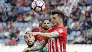 Ximo Navarro durante un partido con el Almería la pasada temporada.