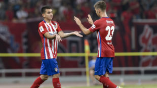 Correa y Vietto en un amistoso de pretemporada