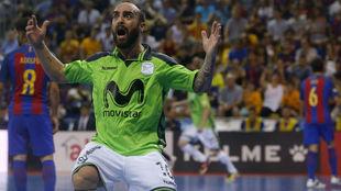 Ricardinho celebra uno de los goles del Movistar Inter.