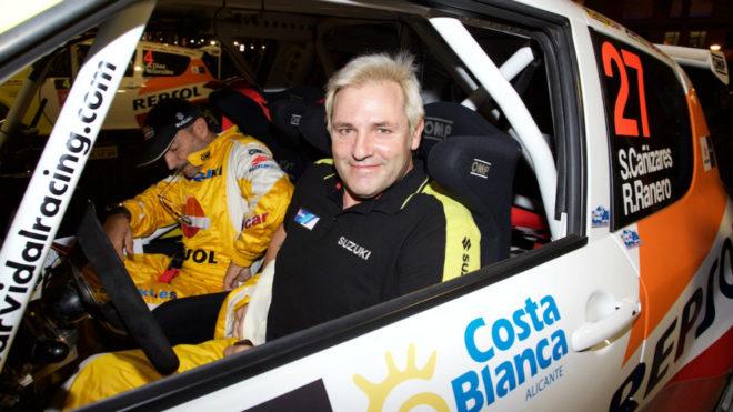 'Cañete', al volante del Suzuki Swift S1600 oficial que conduce en el...