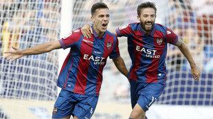Róber Pier (22) celebra su único gol con el Levante la pasada...