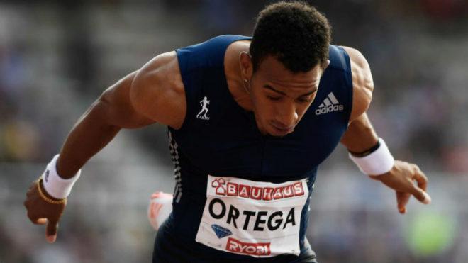 Orlando Ortega se estira sobre la línea de meta en Estocolmo.