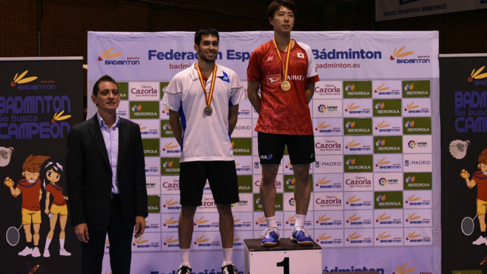 El podio masculino: Igarashi y Peñalver, junto al presidente de la...