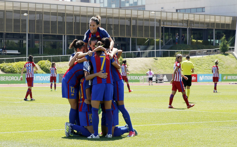 Las jugadoras del FC Barcelona celebran uno de los goles de la final