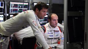 Roberto Gómez, con Mark Webber